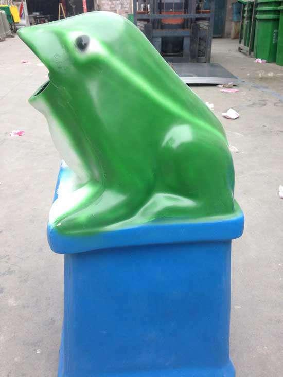校园文化-青蛙垃圾桶